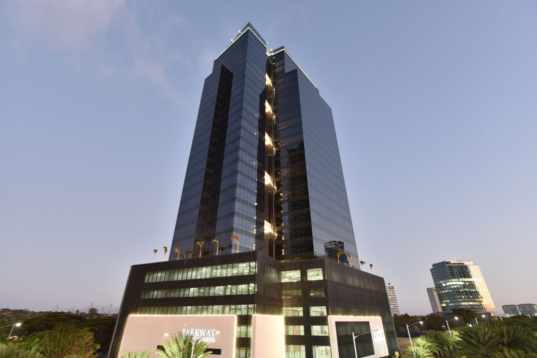 67 sqm Long-Term Office Space for Lease in Parkway Corporate Center, Alabang
